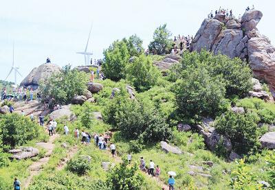 近年来,碾子山区深入挖掘旅游资源,推出访古游,山水游,兵工游